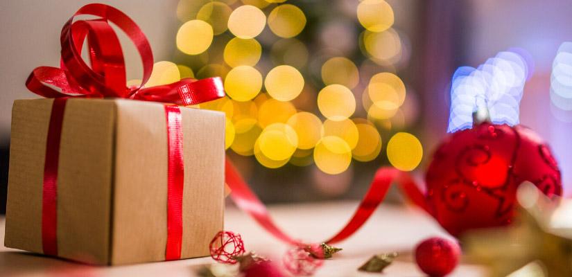 Szívhez szóló ajándék ötletek a karácsonyfa alá, amelyektől széles mosoly ül ki az arcokra